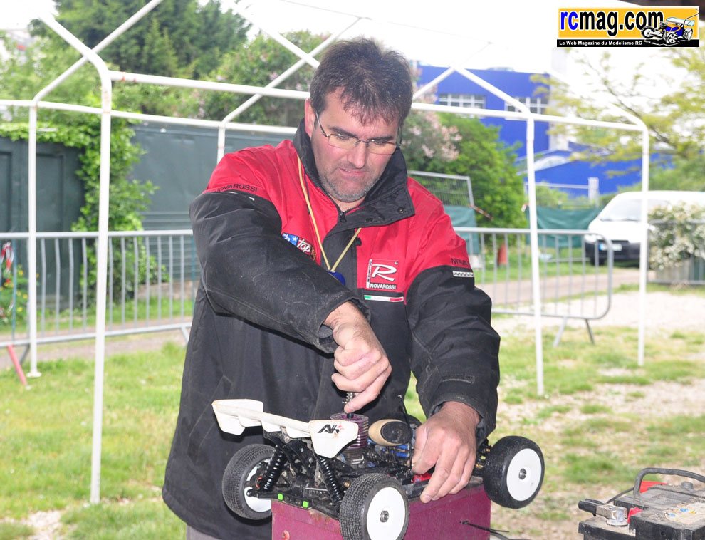 CBRacing à l'endurance TT 1/8 8 heures RC94 13/05 - Page 2 Diversstand56